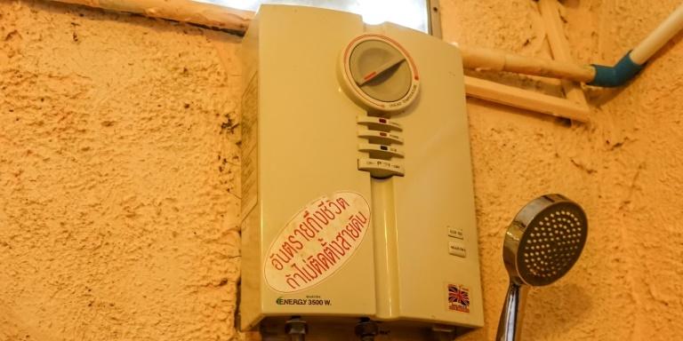 Badezimmer: Defekter Warmwasserboiler