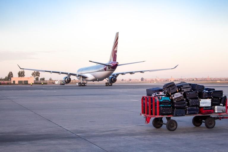 Gepäckwagen am Flughafen