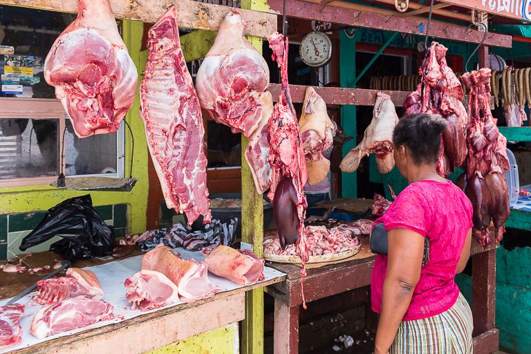 Entdeckungstour rund um Punta Cana | Wochenmarkt in Higuey - Fleischverkauf
