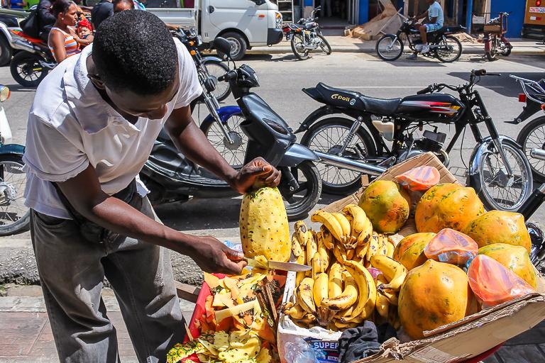 Entdeckungstour rund um Punta Cana | Wochenmarkt in Higuey - Frische Früchte
