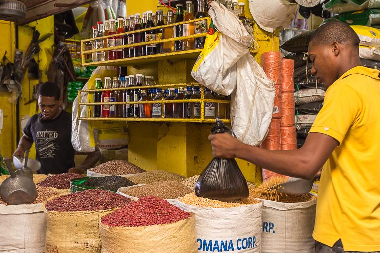 Entdeckungstour rund um Punta Cana | Wochenmarkt in Higuey - Verkaufsstand